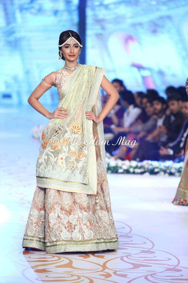 Deepak-Perwani-Bridal-Collection-at-Pantene-Bridal-Couture-Week-2014-1 (12)