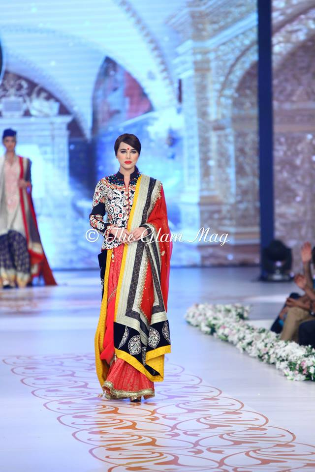 Deepak-Perwani-Bridal-Collection-at-Pantene-Bridal-Couture-Week-2014-1 (2)