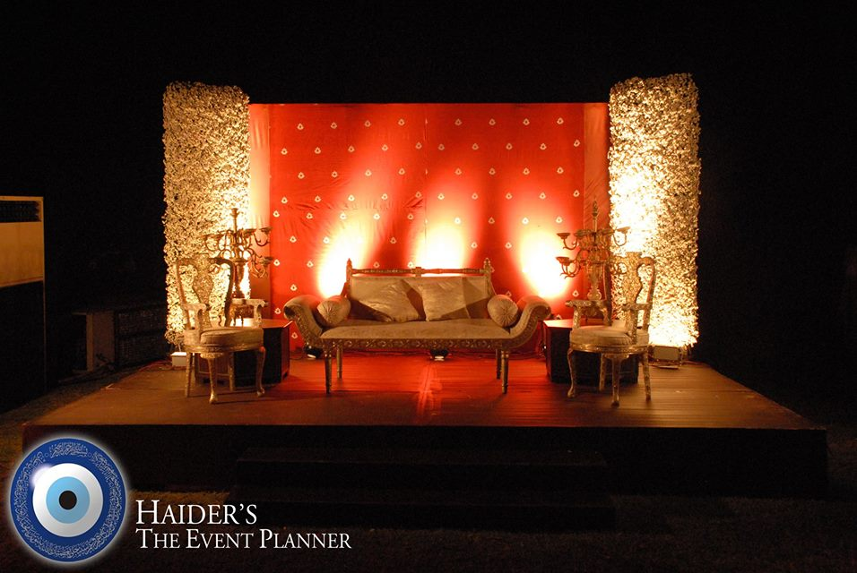 Engagement-Stage-Decoration-ideas (57)