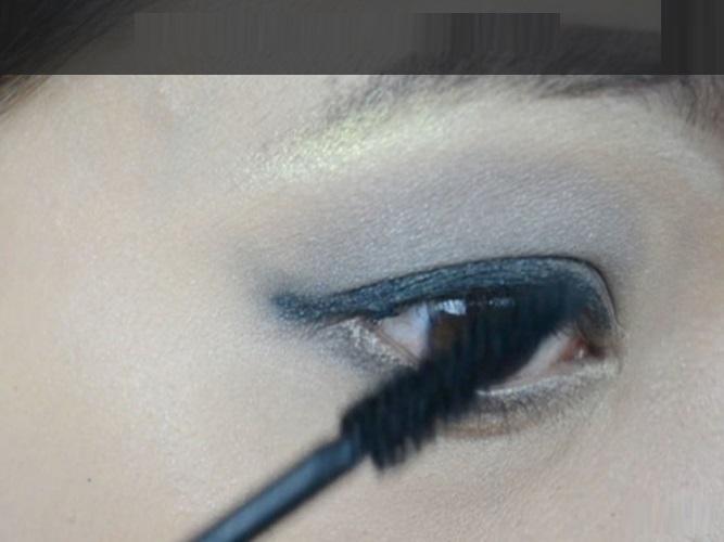 How-to-do-smokey-eye-make-up (6)