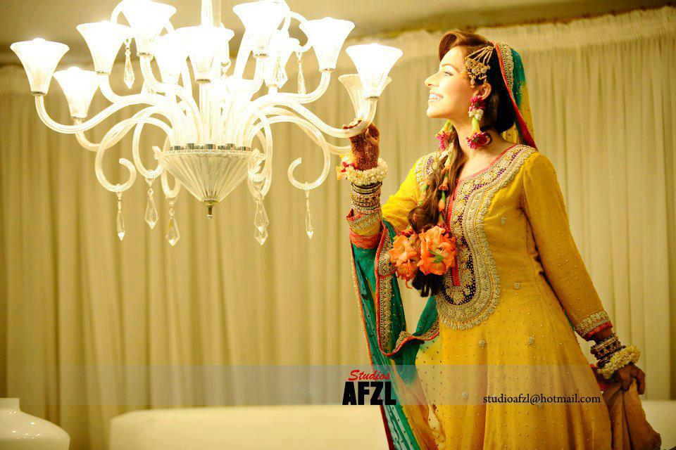 Latest-Bridal-Mehndi-Dresses (3)