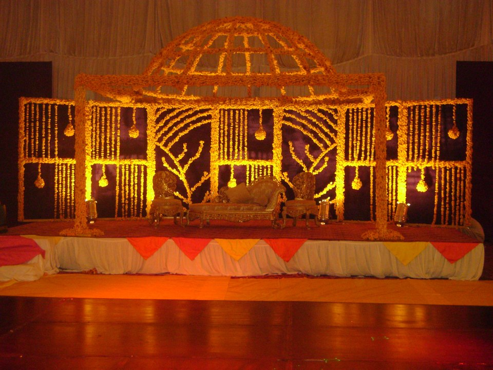 mehndi stage decor