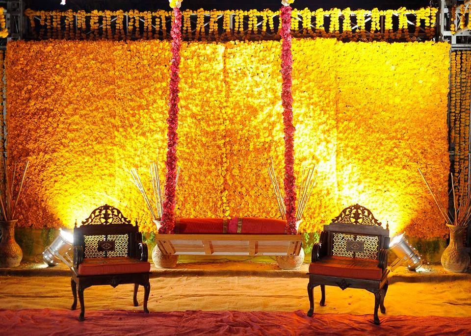 Mehndi stage decor plans 2017 and rasm e henna trends for Photo decoration