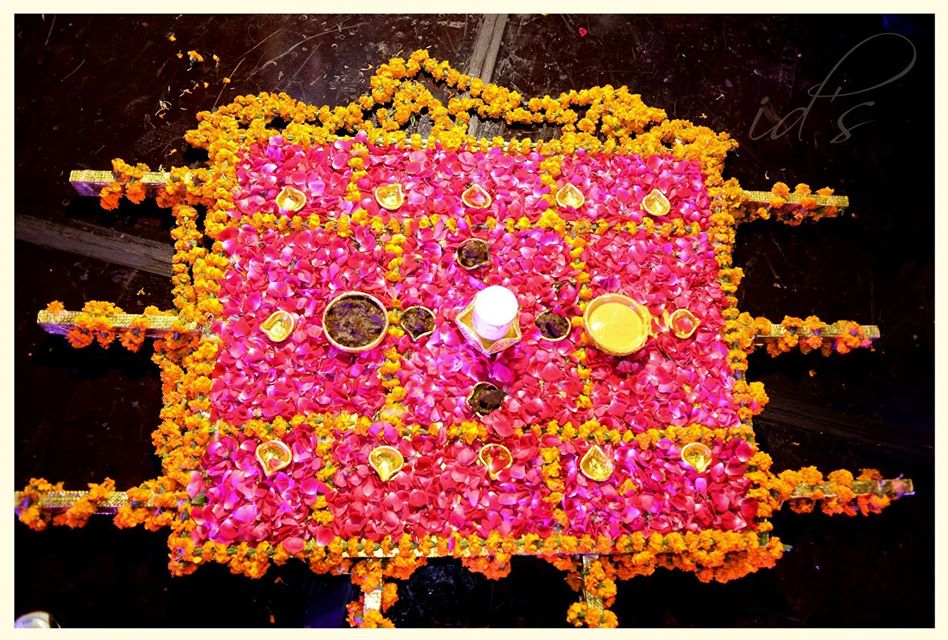 Mehndi Stage Design 2018 : Mehndi stage decor plans and rasm e henna trends