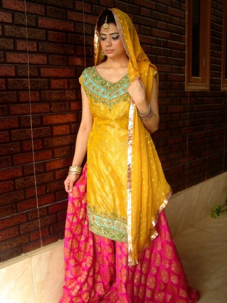 Yellow-Bridal-Mehndi-Dresses (14)