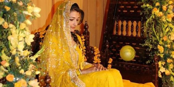 yellow bridal mehndi dresses