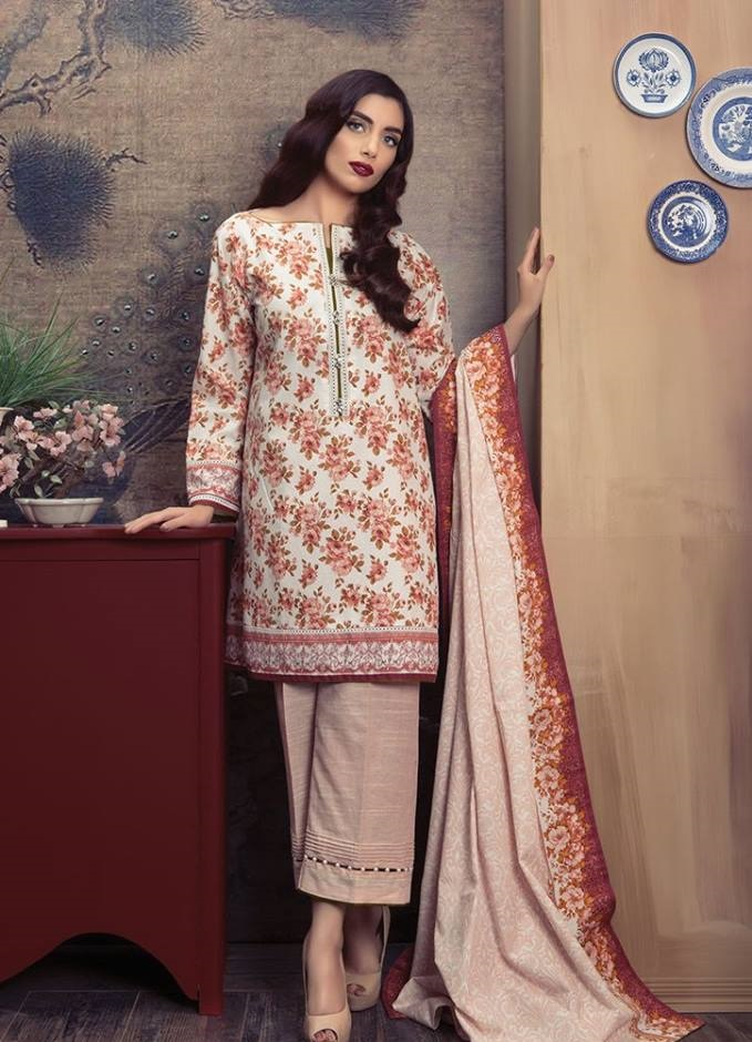 Alkaram Floral Cotton Karandi Suit