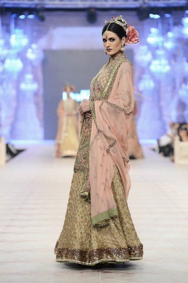 PFDC-L'Oreal-Paris-Bridal-Week-Fahad-Hussayn-Collection (10)