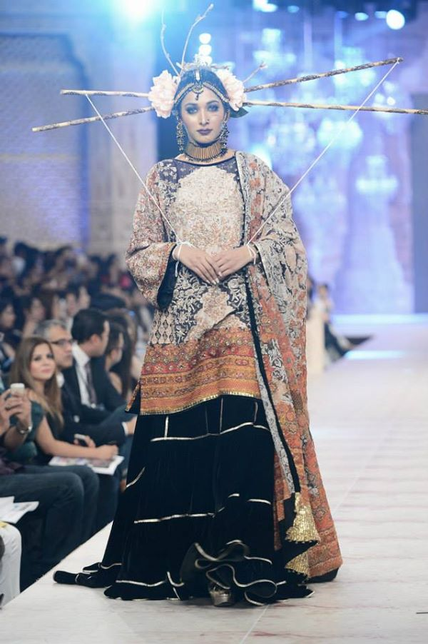 PFDC-L'Oreal-Paris-Bridal-Week-Fahad-Hussayn-Collection (11)