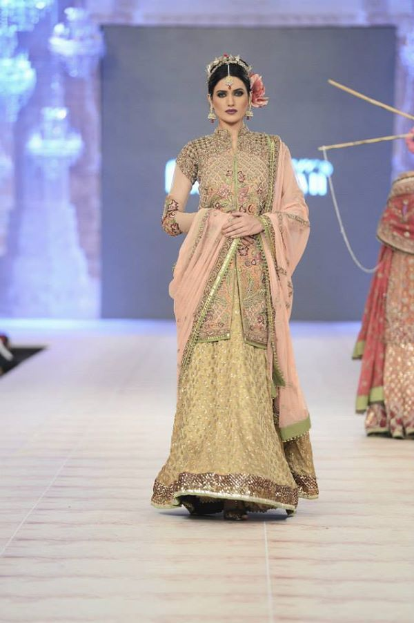 PFDC-L'Oreal-Paris-Bridal-Week-Fahad-Hussayn-Collection (9)