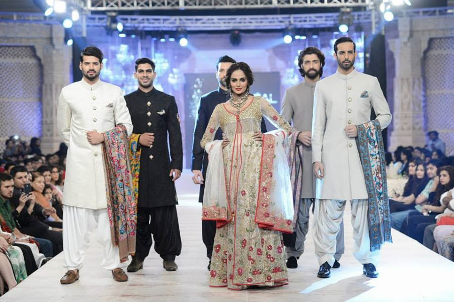 zara shahjahan party wear dresses at pfdc l 39 oreal paris bridal week. Black Bedroom Furniture Sets. Home Design Ideas