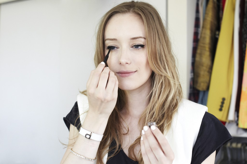 how-to-do-perfect-cat-eye-makeup-3