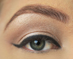 how-to-do-perfect-cat-eye-makeup-step3
