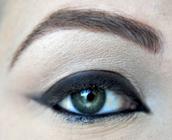 how-to-do-perfect-cat-eye-makeup-step7