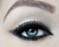 how-to-do-perfect-cat-eye-makeup-step9