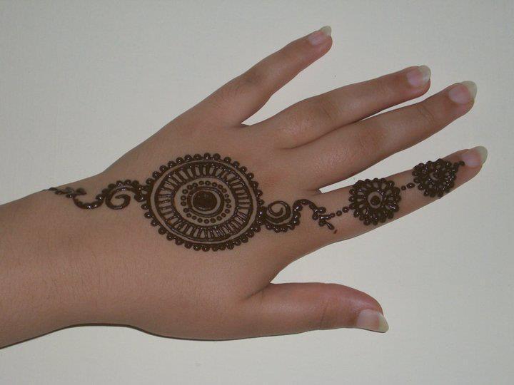 Gol-Tiki-Mehndi-designs (8)
