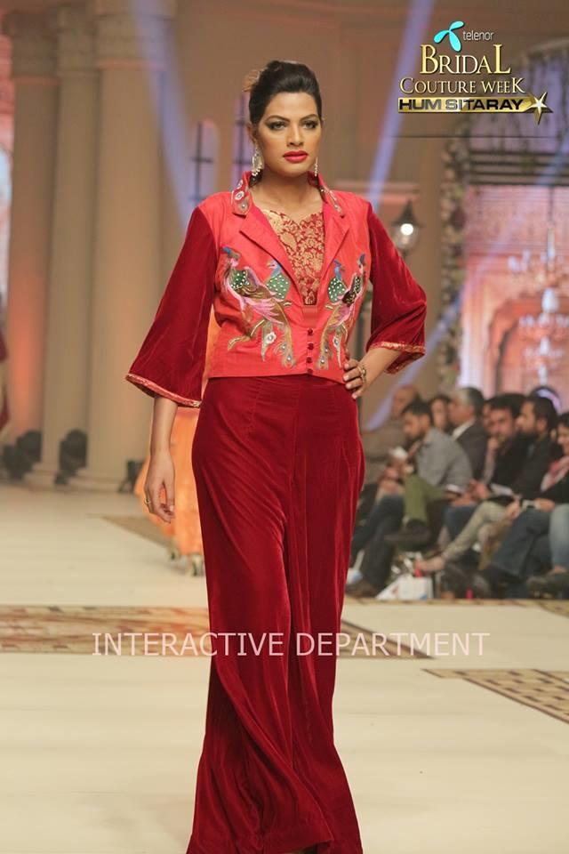 Hajra-Hayat-bridal-collection-at-telenor-bridal-couture-week (4)