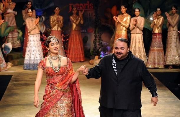 Bollywood Actress Kangna Ranaut (L) pres