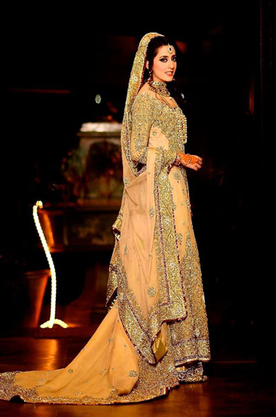 Beautiful-Maxi-Style-Dresses-in-Pakistan (13)