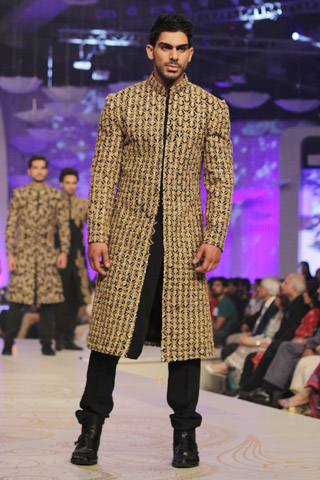 Pakistani-Designer-Grooms-Dresses-Collection (17)