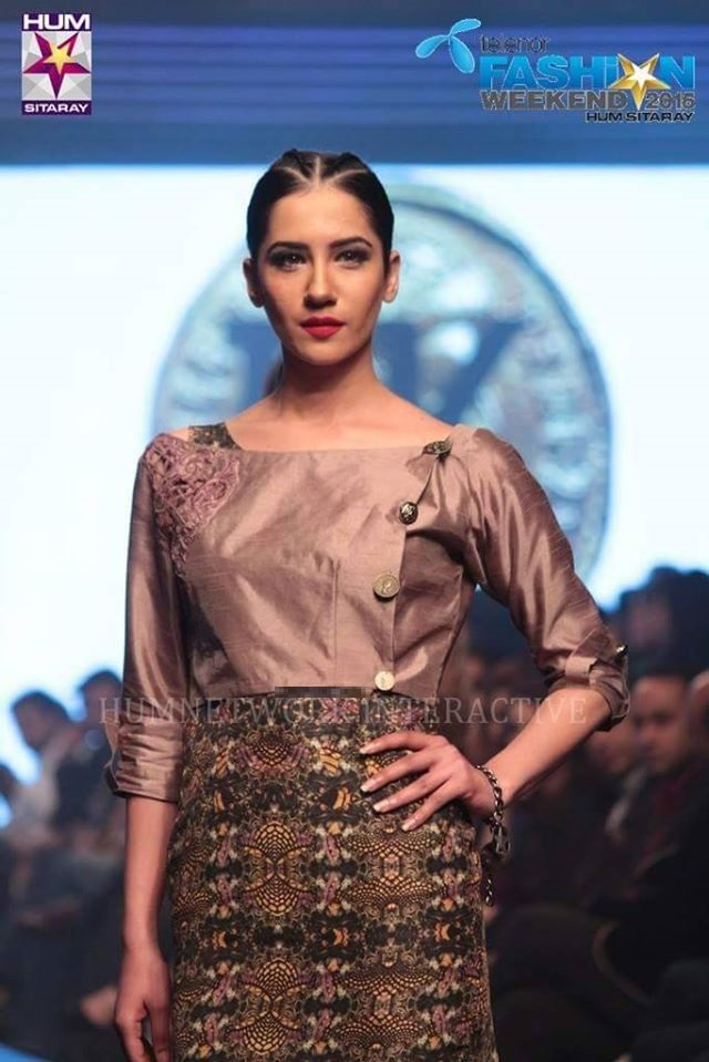 Telenor-Bridal-Couture-Week-2015-2016-All-Collections (19)