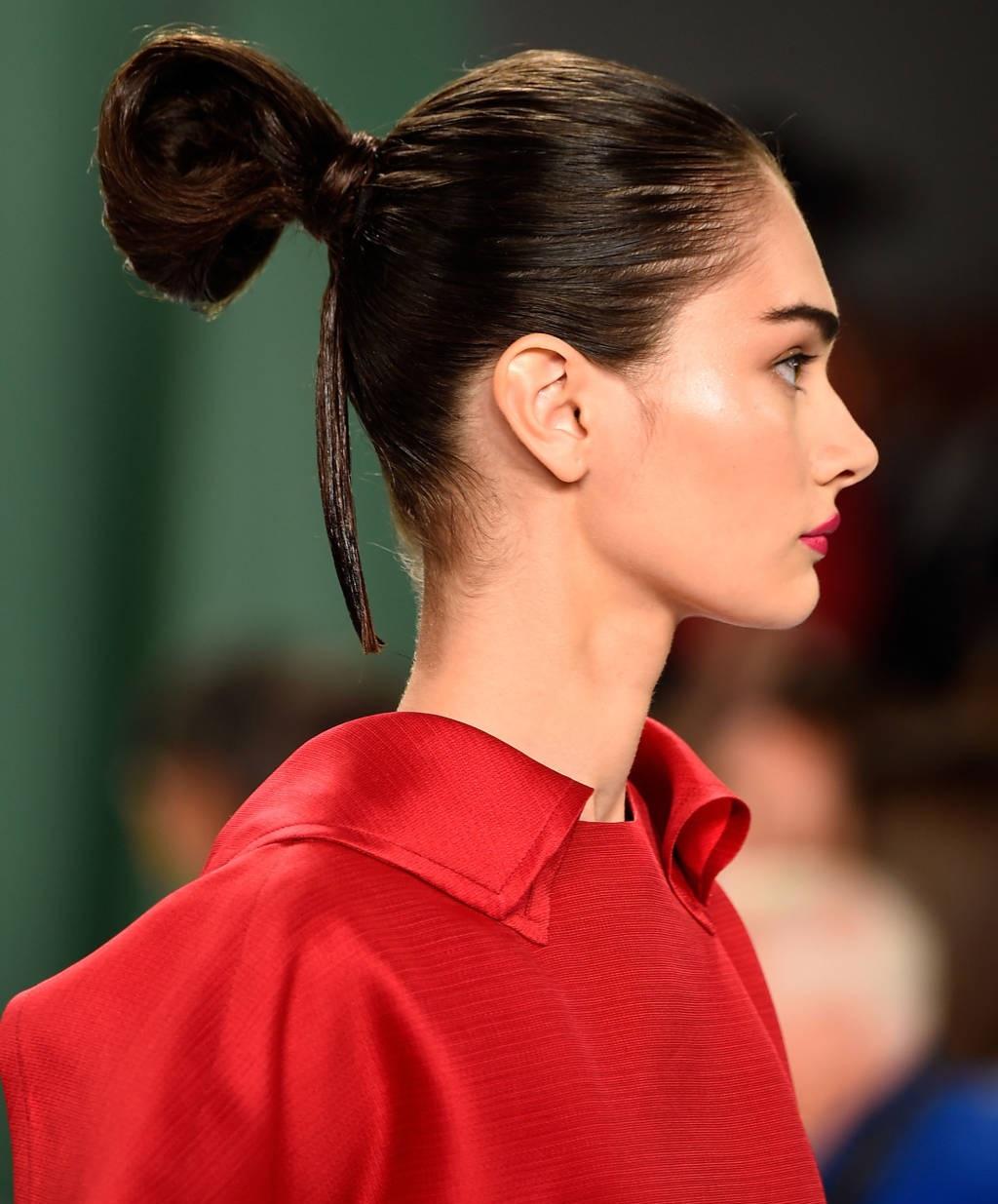 Beautiful-Bun-Hairstyles-for-women (11)
