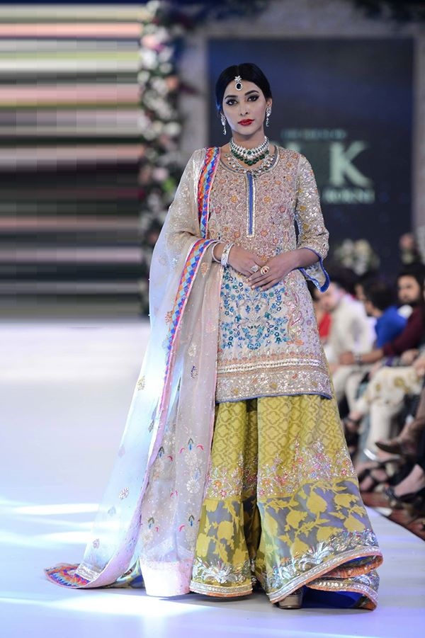 House-of-Kamiar-Rokni-at-PFDC-LOreal-Paris-Bridal-Week-2015-2016 (3)