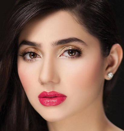 Mahira Khan with Thick Eyebrows