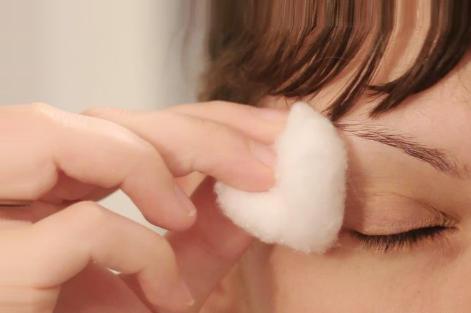 applying milk on eyebrows