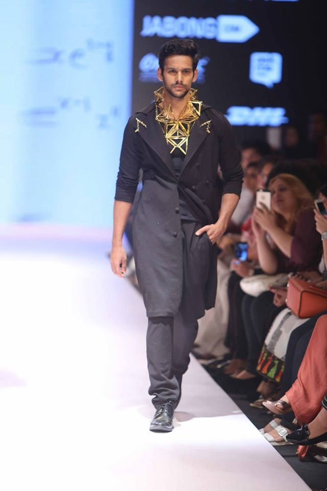 MRINALINI-CHANDRA-NITIN CHAWLA-MUNKEE-SEE-MUNKEE-DOO-at-Lakme-Fashion-Week (1)