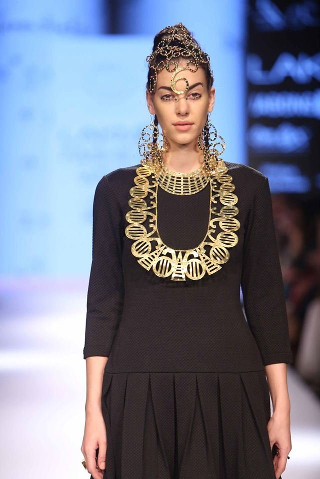 MRINALINI-CHANDRA-NITIN CHAWLA-MUNKEE-SEE-MUNKEE-DOO-at-Lakme-Fashion-Week (2)