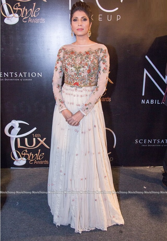Top-10-Best-Dressed-Celebrities-at-Lux-Style-Awards (10)