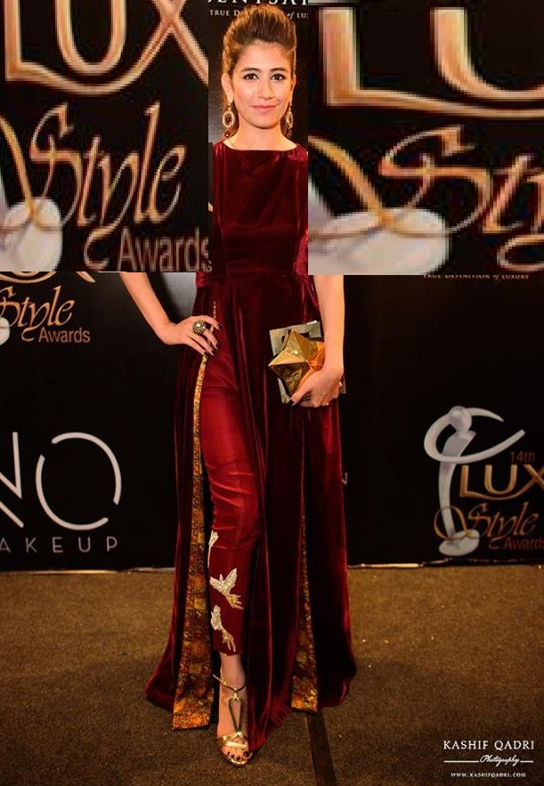 Syra Shehroz in velvet outfit at Lux Style Awards