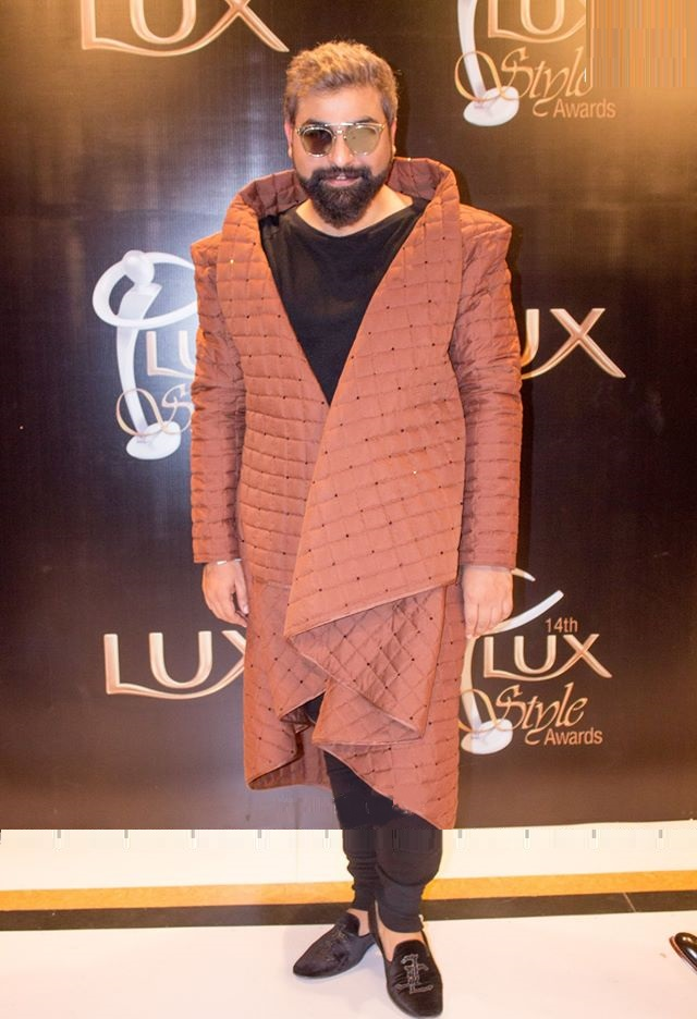 Top-10-Worst-Dresses-Celebrities-at-Lux-Style-Awards (1)