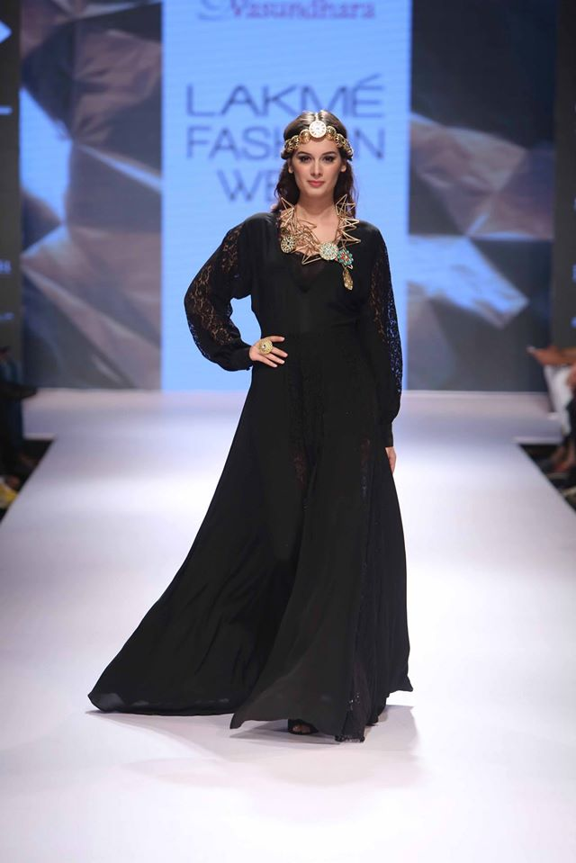 VASUNDHARA-ARMAAN-AIMAN-STEPHANY- URVASHI-JONEJA-at-Lakme-Fashion-Week (2)