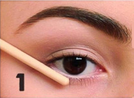 how to apply winged eyeliner (1)