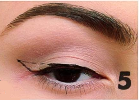 how to apply winged eyeliner (5)