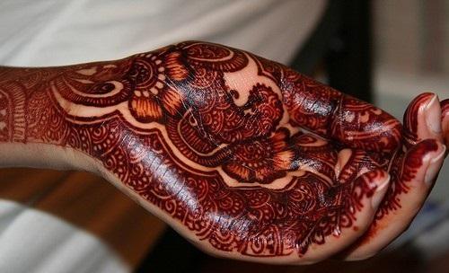 Dark colored mehndi on hand