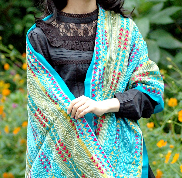 Designer-Embroidered-Kashmiri-Shawls-by-Farah-Khan (12)