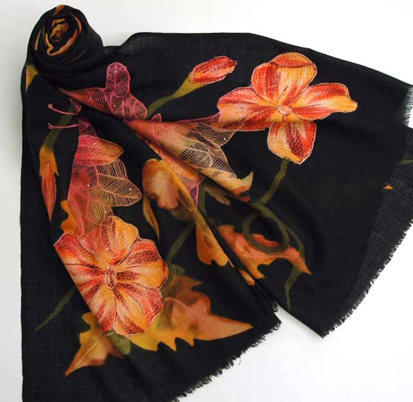 Designer-Embroidered-Kashmiri-Shawls-by-Farah-Khan (15)