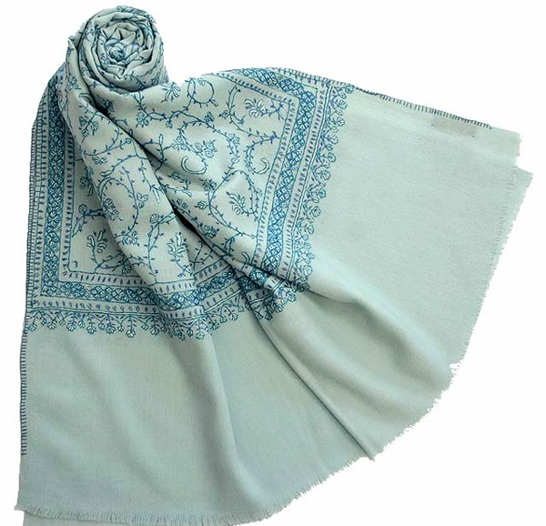 Designer-Embroidered-Kashmiri-Shawls-by-Farah-Khan (22)