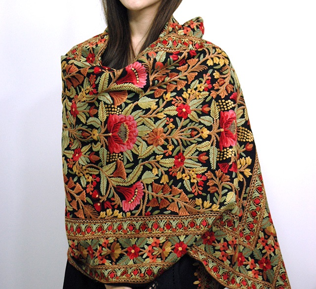 Designer-Embroidered-Kashmiri-Shawls-by-Farah-Khan (3)