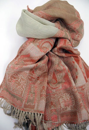 Designer-Embroidered-Kashmiri-Shawls-by-Farah-Khan (35)