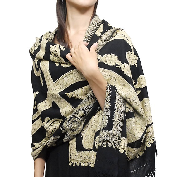 Designer-Embroidered-Kashmiri-Shawls-by-Farah-Khan (4)