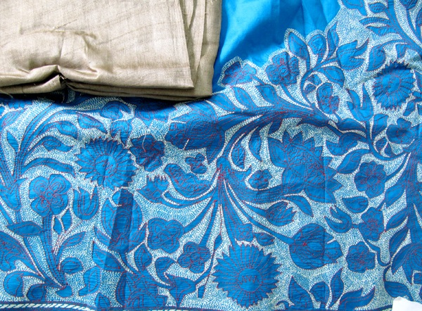 Designer-Embroidered-Kashmiri-Shawls-by-Farah-Khan (9)