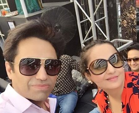 Asim-jofa-pictures-with-freids-and-family (1)