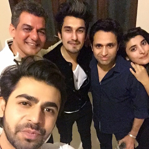 Asim-jofa-pictures-with-freids-and-family (5)