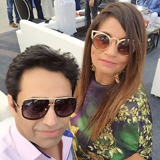 Asim-jofa-pictures-with-freids-and-family (8)