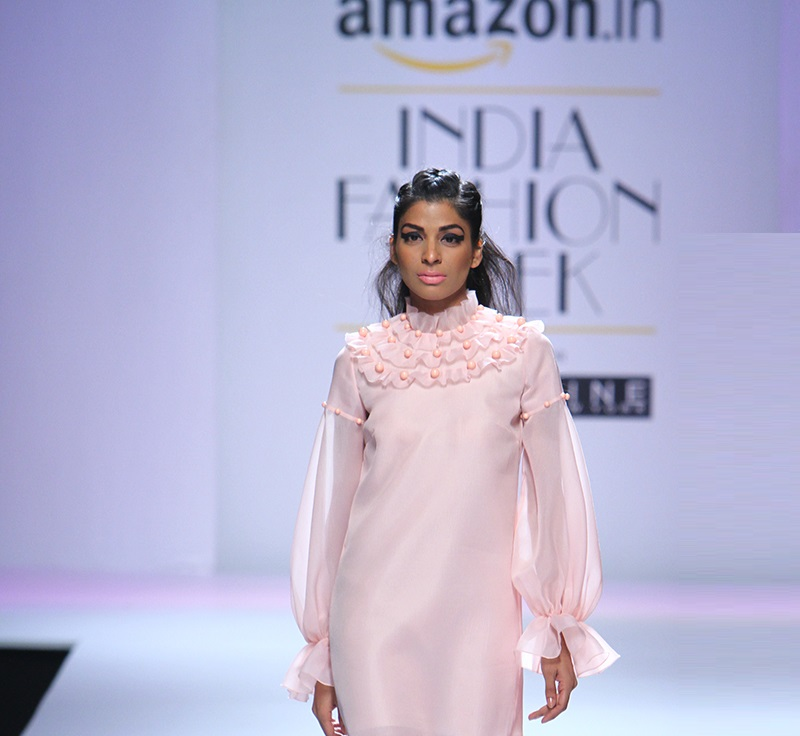 Gauri-and-Nainika-summer-2016-2017-at-Amazon-India-Fashion-Week (1)