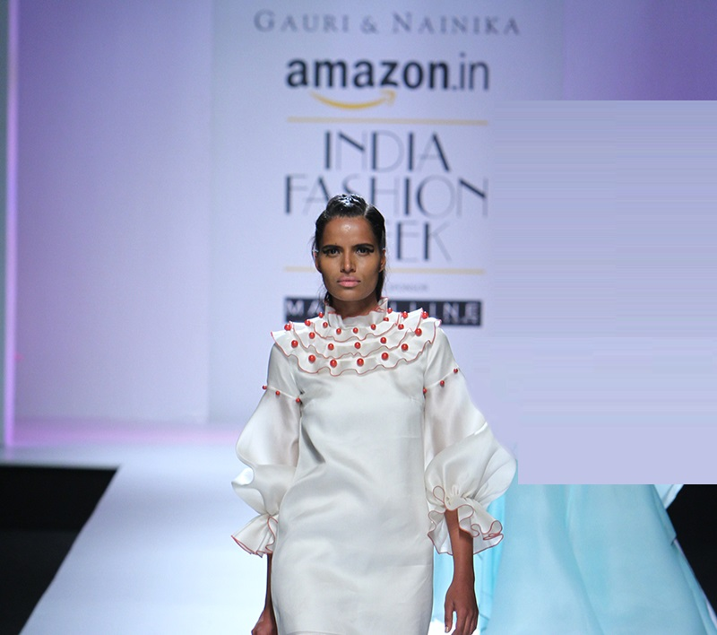 Gauri-and-Nainika-summer-2016-2017-at-Amazon-India-Fashion-Week (2)